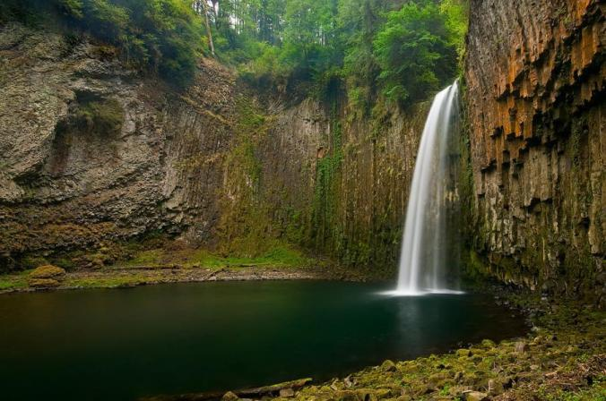 NatGeo: Chasing Waterfalls